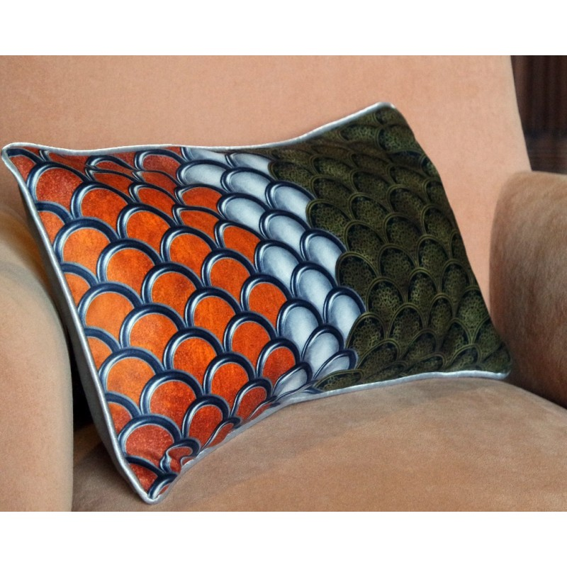 """Cushion cover and its """"Ecailles"""" pattern"""