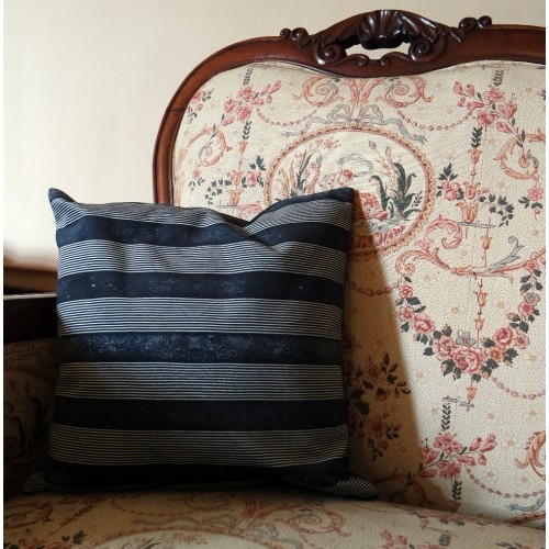"Cushion cover and its ""Tabatière"" pattern"